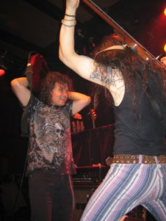 Vinnie Moore (left)